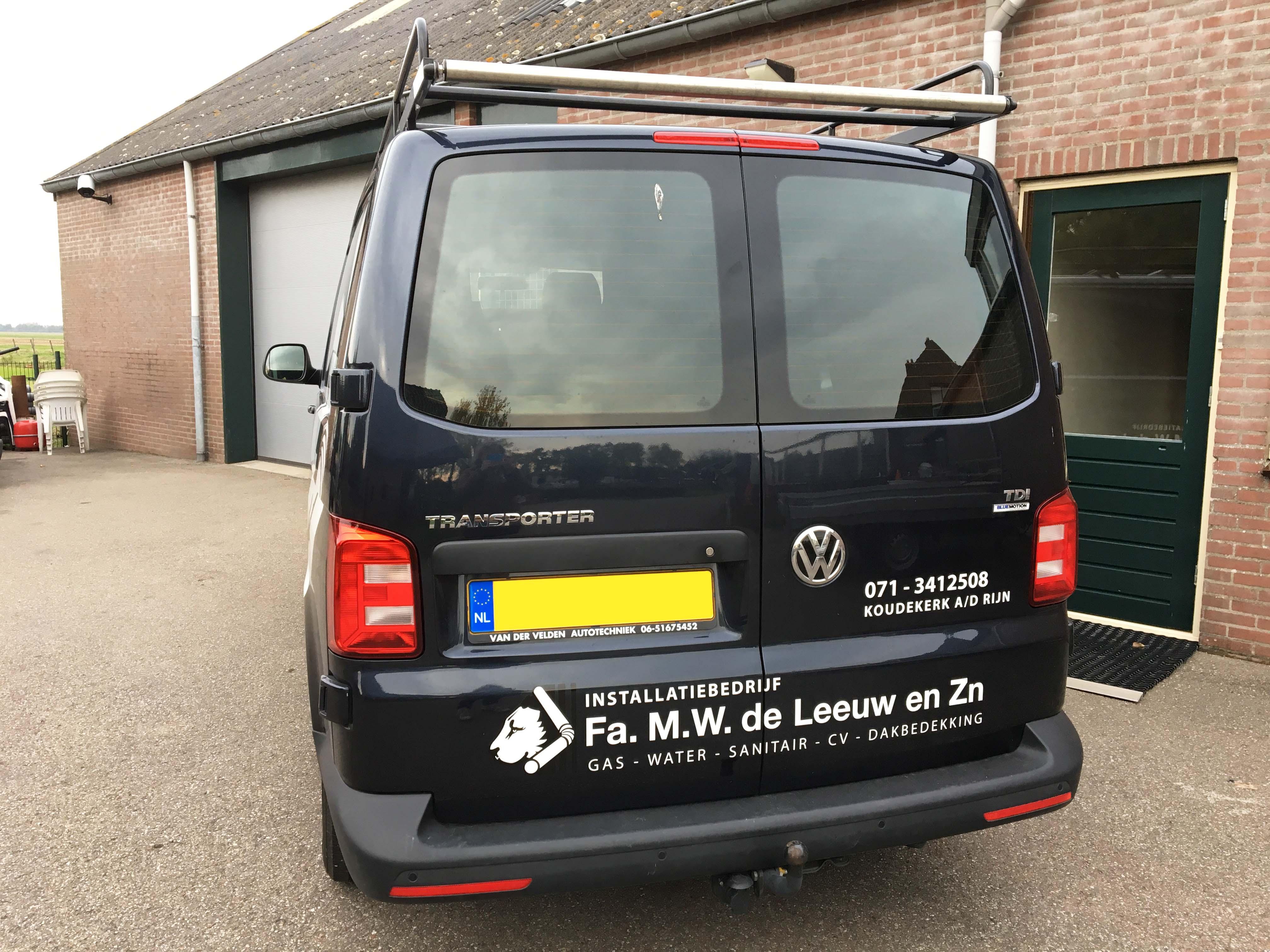 Firma M.W. de Leeuw & Zn autobelettering achterkant