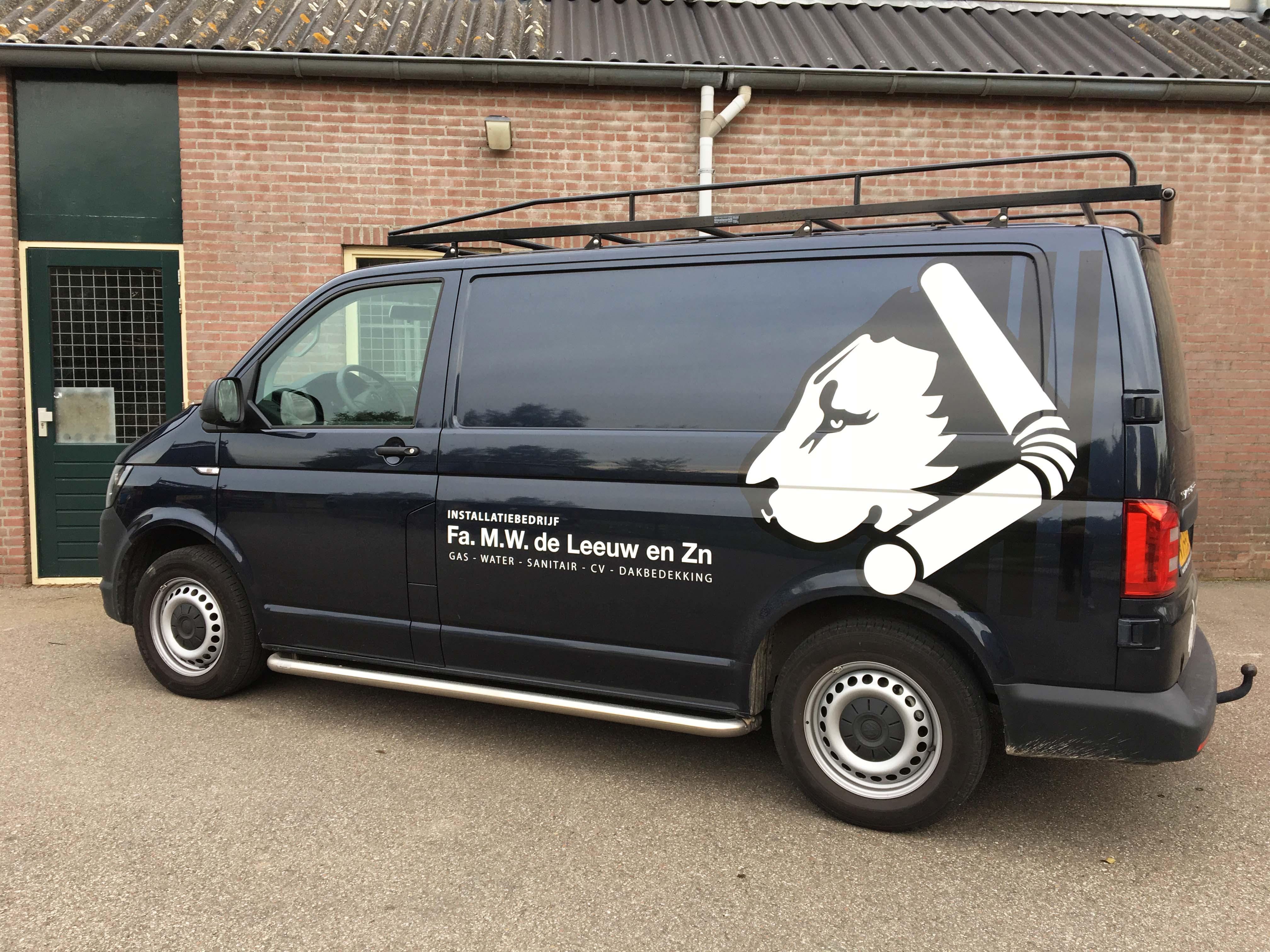 Firma M.W. de Leeuw & Zn autobelettering zijkant(en)